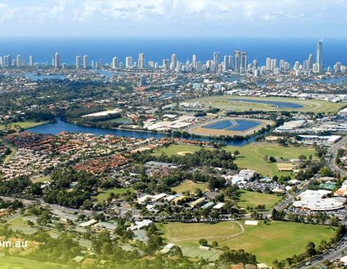 Benowa SHS: Blick über die Gold Coast (Benowa SHS am unteren Rand links von der Mitte)