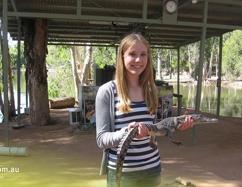 Pimplico SHS: Meeresbiologin mit kleinem Krokodil