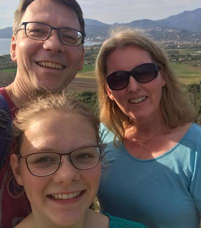 Anna mit ihren Eltern