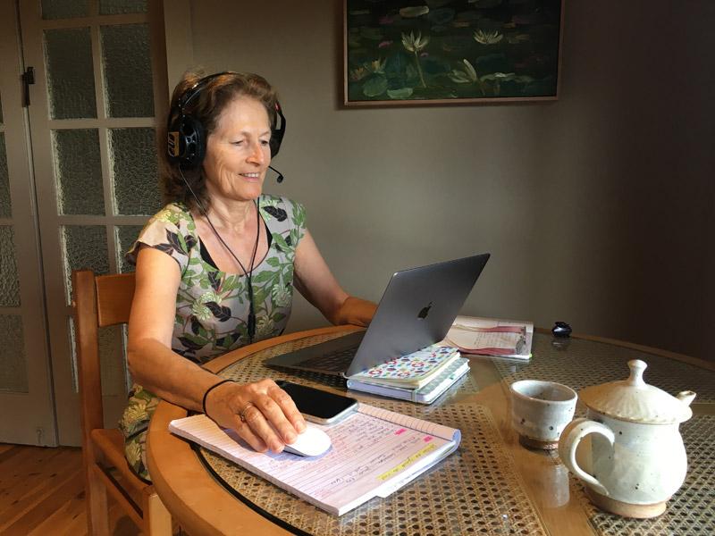 Spezialistin für Schüleraustausch Australien: Anne Stewart bei der Arbeit
