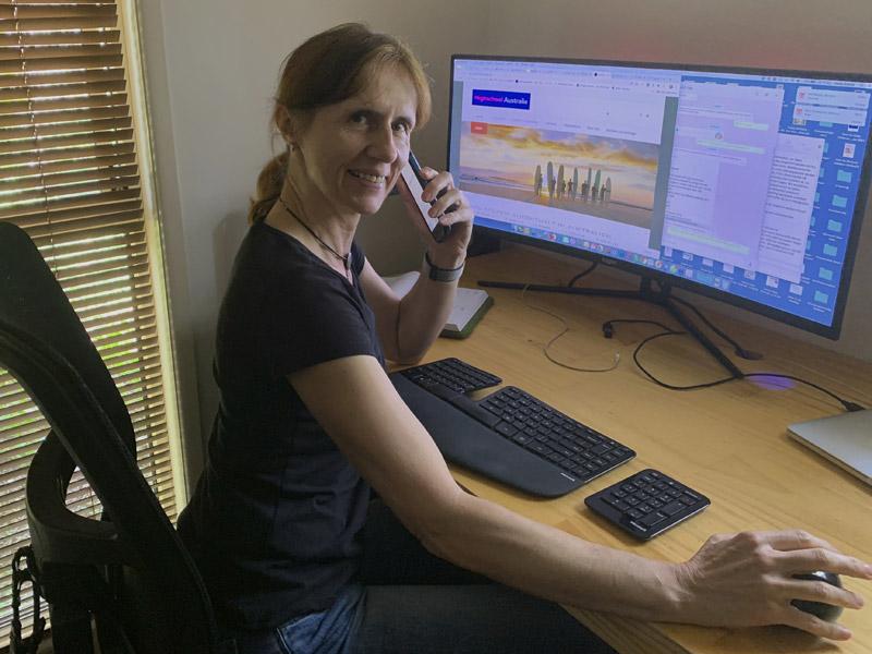 Spezialistin für Auslandsjahr Australien Heike Andryk bei der Arbeit